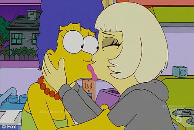 El beso de Lady Gaga y Marge Simpson, furor en la Web
