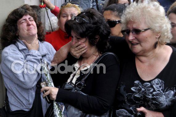 Las imágenes del último adiós a Ricardo Fort: dolor y cao