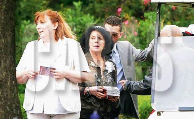 La madre de Ricardo Fort repartió sus discos en el funeral
