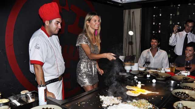 Sofía se animó a cocinar para sus invitados. (Foto: Jennifer Rubio).