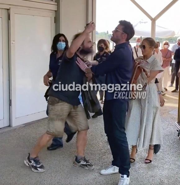Ben Affleck protagonizó un tenso momento con un fan de Jennifer Lopez: empujones y nervios de la pareja más famosa