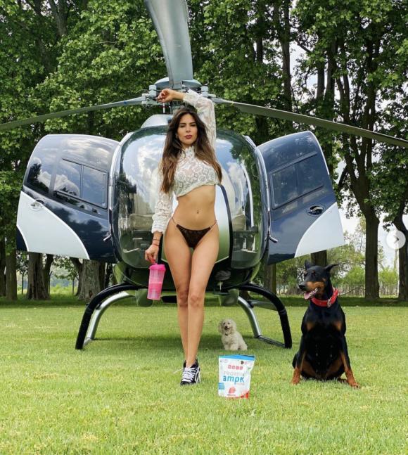 """Las fotos sexies de Barby Franco posando con el helicóptero de Fernando Burlando: """"Con altura"""""""