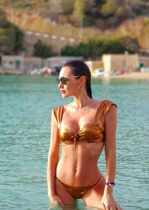 Pampita, bomba total en las playas de Ibiza: bikini, sol y relax sexy en el mar