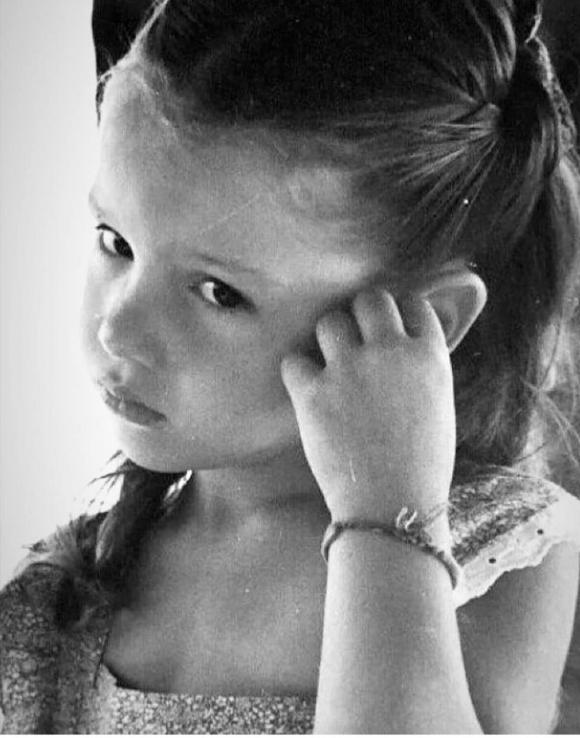 Pampita compartió una foto de su niñez y enterneció a todos por su gran parecido con Blanca