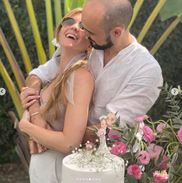 Abel Pintos se casó con Mora Calabrese en una ceremonia íntima en Chaco: el romántico  álbum de bodas - Ciudad Magazine