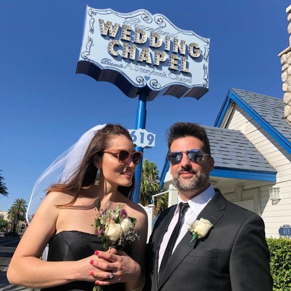 Listorti le hizo una cámara oculta a su mujer para proponerle matrimonio en Las Vegas: la emotiva reacción de Mónica