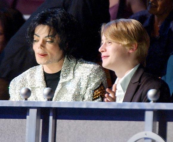 Macaulay Culkin contó la charla secreta que tuvo con Michael Jackson en un baño del juzgado cuando testificó en su defensa