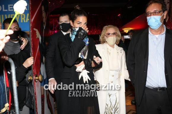 Las fotos de la primera salida pública de Mirtha Legrand: fue al teatro acompañada de Juana Viale