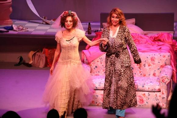 ¡Se levantó el telón! Moria Casán y Nacha Guevara debutaron en el teatro rodeadas de amigos famosos